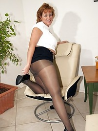 Mature pantyhose picture
